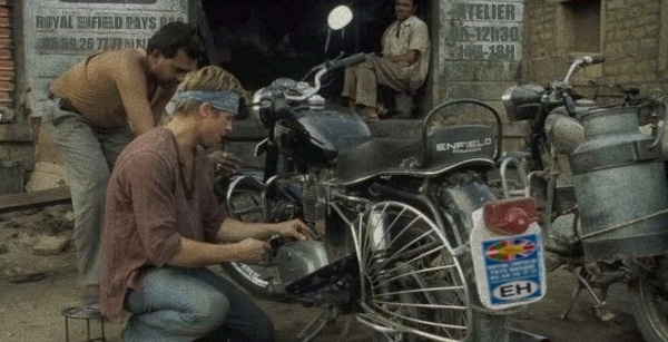 brad pitt moto benjamin button royal enfield1 007 royal enfield pays basque. Black Bedroom Furniture Sets. Home Design Ideas